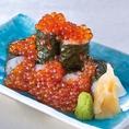 新鮮ないくらをふんだんに使った巻き寿司(税抜530円)です。料理のメインにも飲み会の締めにも、贅沢な気分を味わえる逸品です。