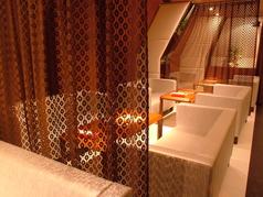 人気のソファ席はカーテンで仕切って更にプライベート空間に☆
