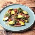料理メニュー写真バチマグロの炙りとアボカドのカルパッチョ