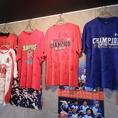 野球・サッカー・ラグビーの他、色々のスポーツのユニフォームやグッズが飾られています!