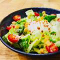 料理メニュー写真濃厚たまご「たける」の温玉シーザーサラダ