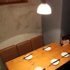 隣のお席と合わせてのご利用もOK、女子会に使いたい、おこもり感のあるお席。
