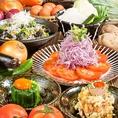 塚田農場は新鮮野菜にも本気のこだわり!生産者と直結だから安心・安全♪自慢の食材をお客様へ一番おいしくお届けする方法を一緒に考え、提供しています。素材の甘みが活きているこだわりの定番メニューに加え、新鮮野菜を堪能できるコースもご用意しております♪