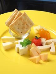●日替わりチーズの盛り合わせ(5種)