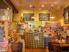 雑貨に囲まれたオシャレなカフェ空間。 貸切でランチママ友会に♪