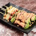 料理メニュー写真8品目のおつまみサラダ串