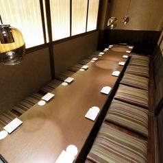 【最大22名様個室】テーブル個室です♪大人数でのご宴会にもってこいの長テーブル席です。飲み放題付のご宴会コースとあわせてのご予約なら、よりスムーズにご宴会が可能です。