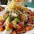 料理メニュー写真ワイルドBBQサラダ