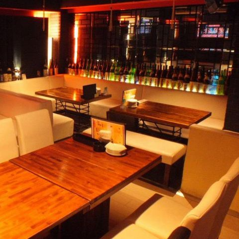 会社の部署ごとの飲み会など中団体でご利用頂けるソファー席、ご用意しております。