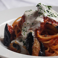 料理メニュー写真茄子とリコッタチーズのトマトソーススパゲティ