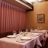 2~4名様でご利用いただける広々としたテーブル。ゆったりとおいしいお食事と特別な時間をお楽しみください。
