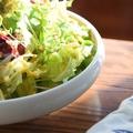 料理メニュー写真自家製ドレッシングのグリーンサラダ