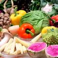 【八百屋も経営!!だから野菜も新鮮】当社は中華街にて八百屋主体の食材店も経営しており、そのノウハウを活かし、JA遠州より新鮮な野菜を直接仕入れ。遠州地方(静岡県西部地区)約半分をカバーする広大で肥沃な土地から413人の生産者によって出荷される、上質で新鮮な農産物は、当店のお料理に欠かせない存在です。