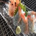 【食材に対するこだわり】天使の海老このえびは、1984年に養殖をスタートして以来、一貫して100%自然食の餌のみで育てられ、抗生物質、着色料などの添加物は全く不使用。また、HACCP規格に沿った工程で生産されたその品質は、フランス政府の世界的海洋研究機関であるフランス海洋研究所(イフレメール)の保証付き。