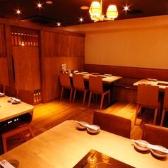 清潔感ある明るい雰囲気の店内♪プライベート感覚でくつろげます。大阪ミナミ心斎橋エリアでの歓迎会・送別会・二次会などの各種ご宴会は、食べ放題飲み放題プラン充実のしゃぶしゃぶ温野菜におまかせください!