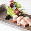 料理メニュー写真鴨ローストトリュフサラダ