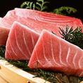 口の中でとろける上質な脂ののった大トロは鹿児島県奄美産生マグロを使用。