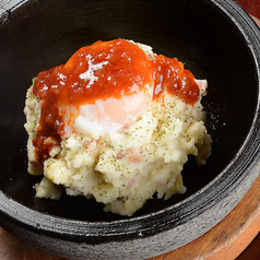 料理メニュー写真大人の石焼きポテトサラダ
