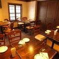 【2階】テーブル20席・古民家を改装した、オシャレな造りを楽しめるテーブル席。お2階はフロア貸切OK!最大26名様まで対応可能です。間仕切りを引いて半個室としてもご利用可能ですよ♪
