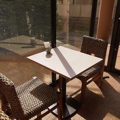 窓際のテーブル席♪