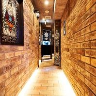 神戸北野異人館をイメージしたレンガ造りの内装