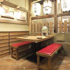 温かみのある色味で統一された店内は、安心できる空間を演出♪ご家族でのお食事会など、様々なシーンに人気です。