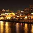 ライトアップされる夜の景色は最高。都会の中にいる事を忘れる、開放的な雰囲気のなか、ゆったりとした時間を。