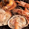 【伊勢志摩と名古屋名物】美味しい海鮮をお席で焼くこともできます。出来上がりまでのわくわく感が大好評をいただいております。もちろん、こちらで焼くこともできますので、お気軽にお伝えください。