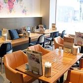 テーブル、ソファ席完備!居心地良く過ごせる空間で、ゆったりとした時間をお過ごしください。