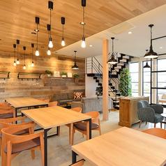 CAFE VOIZ カフェ ヴォイズの雰囲気1