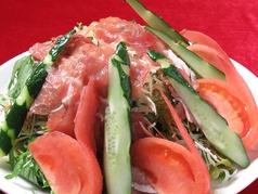 料理メニュー写真生ハムのフレッシュサラダ