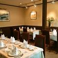 ビストロタイプのお席。カジュアルな雰囲気で気軽に本格的なフランス料理が食べられる。