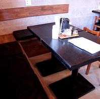 家族連れ、グループでも安心のテーブル席