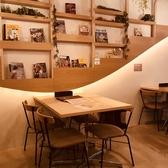 インテリアが印象的なテーブル席