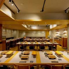 東京中目黒から上陸したお洒落な空間をご提供。木の温もりを感じていただきながらもモダンでおしゃれな空間は、デートや女子会、ご友人同士でもお食事、ご家族と様々なシーンで活躍します。