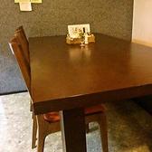 【テーブル】2名様用のテーブル席は3卓あります。