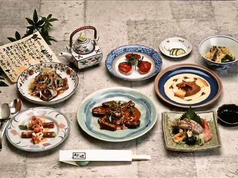 新鮮な旬の素材を和食と洋食にアレンジした、「和洋心菜」。心を和ませてくれる店。