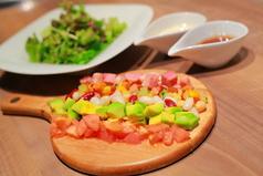 料理メニュー写真ベーコンと5種豆のチョップドサラダ
