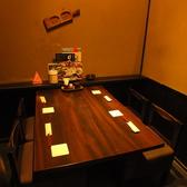 テーブル席も大小様々取り揃えております!こだわりの食材を使用した料理と種類豊富なお酒をぜひお楽しみください。飲み放題付宴会コースを各種ご用意しています。女子会、誕生日、仲間との飲み会など様々なシーンに◎