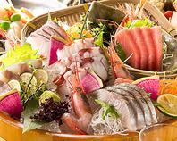 新鮮な海鮮は魚河岸、船橋市場直送!本格的な職人が提供