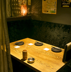 ■L字のソファカップルシート 個室■3階限定2席のカップル個室は予約必至!■カップル仕様の横並びのシートは、3階に合わせて10席。そのうち2席が個室です。お早目のご予約を~♪