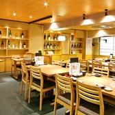 【テーブル席】飲み放題付宴会コースは3000円からご用意。どのコースも、新鮮な魚介類を使用した刺身盛り合わせなど自慢の海鮮料理や、旬の食材をふんだんに取り入れた和食料理を揃えてます。各種宴会・忘年会・新年会に是非ご利用ください。絶対満足の飲み放題コースをお楽しみください!