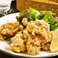 料理メニュー写真若鶏のジューシー唐揚げ