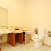 バリアフリーの観点から多目的トイレも設備としてご用意してあります。