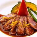 料理メニュー写真鴨胸肉のロティー ビラガードソース