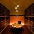 おしゃれな丸テーブルの掘りごたつ個室は女子会などにも最適♪(※個室利用時は別途お1人様500円を頂戴します。)