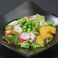 料理メニュー写真十種野菜のヘルシーサラダ