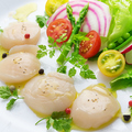 料理メニュー写真ホタテのカルパッチョ