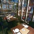 焼酎セラーに囲まれた少し不思議なこのお席は様々な焼酎を見ながらお酒が飲めるのでお酒好きのお客様には大変人気のあるお席となっております!他にも夜景が見えるお席や、宴会向きの完全個室もございます!宴会するなら芋蔵蒲田西口店へ!