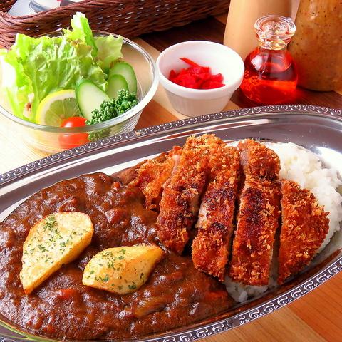 牛スジ&野菜たっぷりのカレーが人気の穴場カフェ!街に近くゆったりお店で過ごせる♪